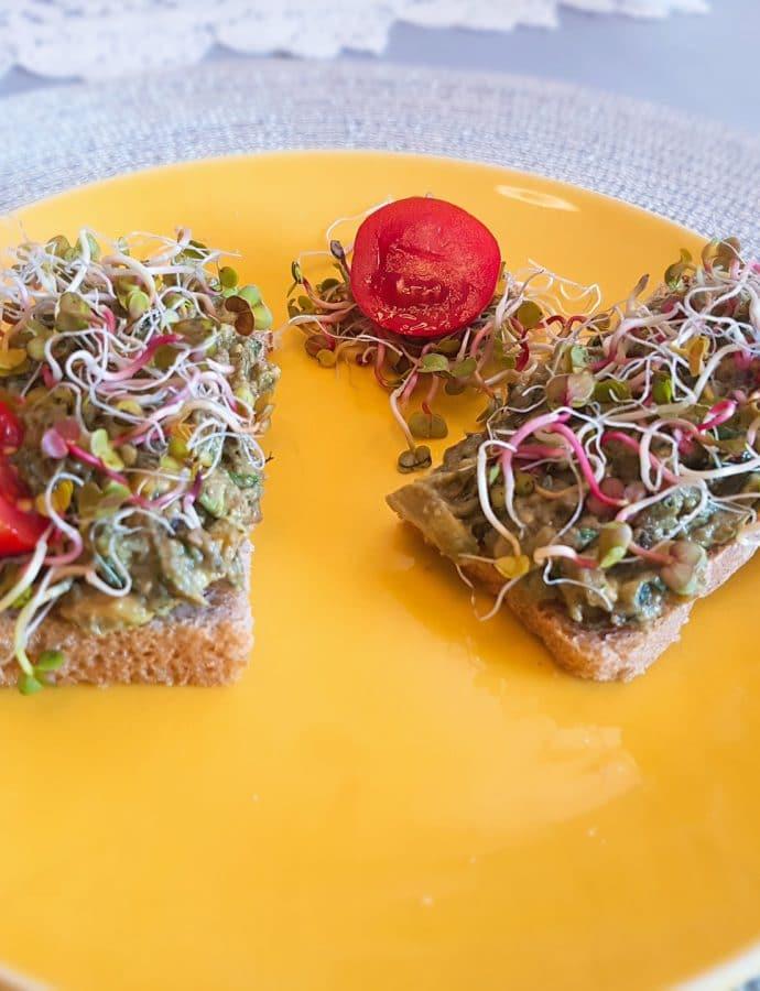 Paste with avocado and smoked salmon