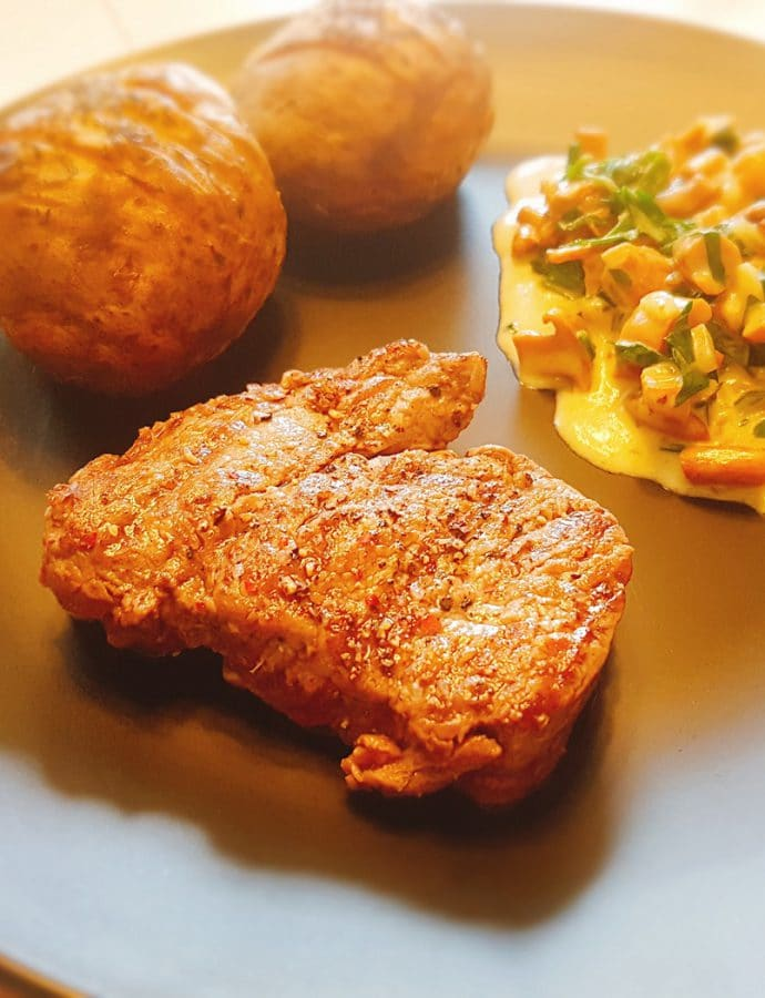 Steak with chanterelle sauce