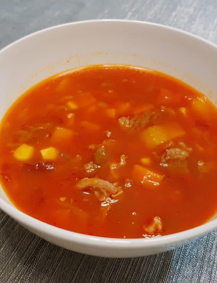Zupa z czerwonej fasoli z wołowiną