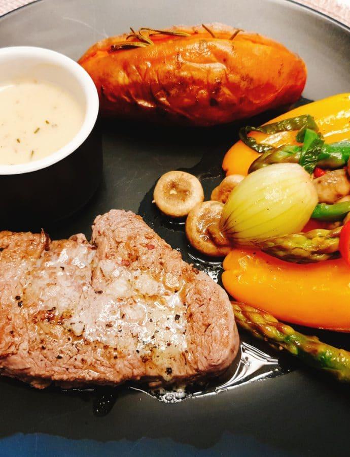 Stek z sosem rozmarynowym